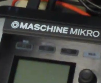 Maschine Mikro vs Maschine size comparison