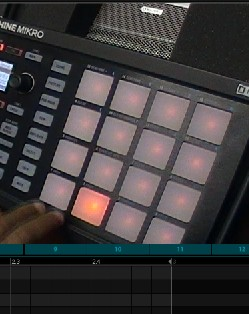 step sequencing with maschine mikro